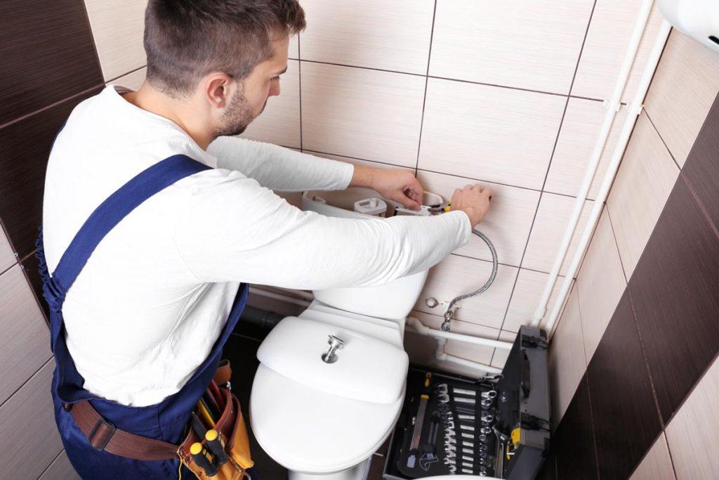 Ontstoppen en herstellen van toilet wc